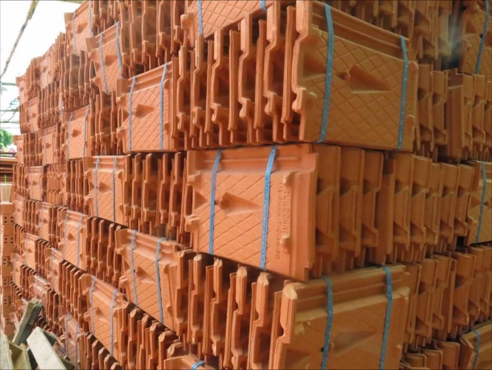 gạch ngói sử dụng máy đóng thùng carton