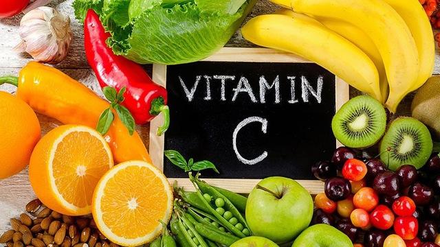 hoa quả tươi chứa nhiều vitamin C