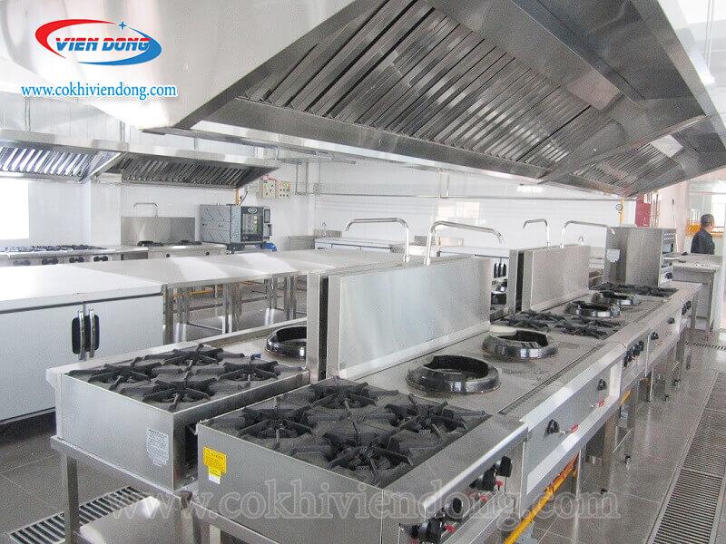 bếp âu công nghiệp 4 họng có lò nướng