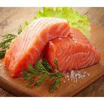 Bí quyết giữ dinh dưỡng cho cháo trong cách chế biến cá hồi cho bé