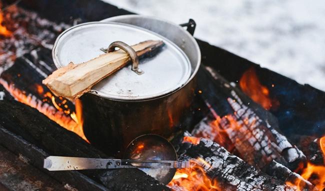 Tại sao nồi nấu than củi, gas bình thông thường đang dần biến mất?